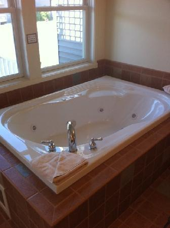 Harbor Lights Resort: Jacuzzi!