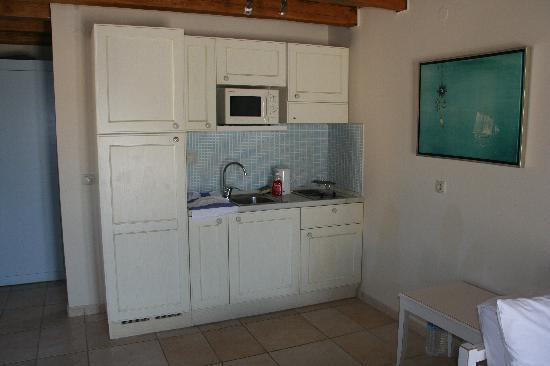 Avithos Resort: Maisonette kitchen