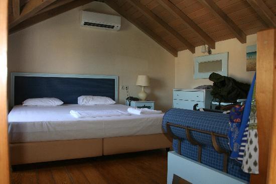 Avithos Resort: Maisonette mezanine bedroom