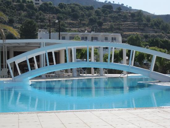 Lindos White Hotel and Suites : la piscina dell'albergo