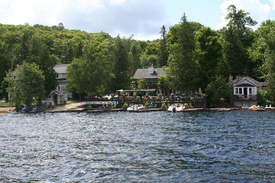 Bonnie View Inn : Hotel From Lake