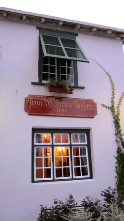 ‪Tom Moore's Tavern‬