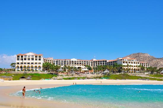 Hilton Los Cabos Beach & Golf Resort: view of the resort from the beach