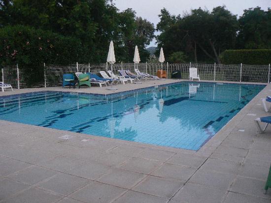 Lucciana, France: la piscine