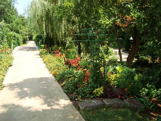 Garden Of Op Picture Of Overland Park Arboretum And Botanical Gardens Overland Park Tripadvisor