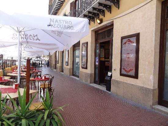 Gran Caffe Romano: Extérieur