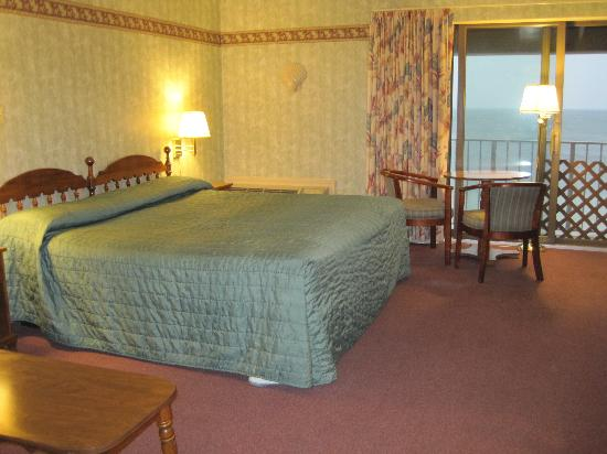 Pilgrim Sands on Long Beach: View of the room & slider to the balcony