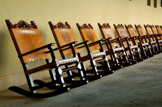 Pueblo Bonito Sunset Beach: Motor Lobby Rocking Chairs