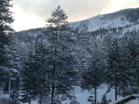 Harrah's Lake Tahoe: vue de la chambre, la neige est tombée.