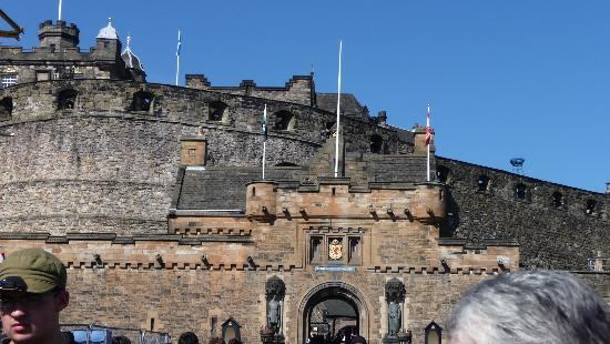Edinburgh castle changing of the guard times