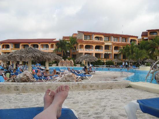 Mes pieds au bord de la piscine picture of sol rio de for Au bord de la piscine
