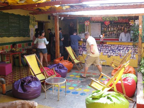 Jungle Party Hostal Club & Restaurant: front common area