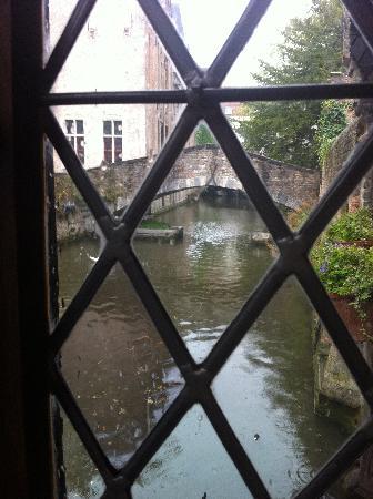 Guesthouse Bonifacius: Canal view