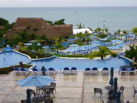 Sheraton Bijao Beach Resort: Vista desde el lobby