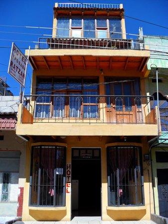 Hotel y Posada Ratzan: Vistra Frontal