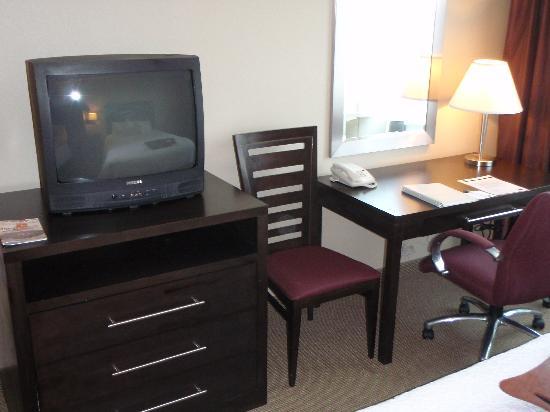 Hampton Inn & Suites Boston Crosstown Center : decent work area