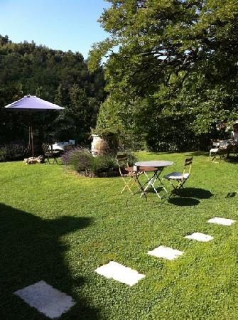 Mas du Naoc : terrasse petit déjeuner - juillet 2011