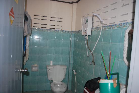 Moon Paradise Bungalows: bathroom
