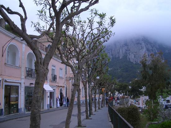 هوتل كابري: Hotel Capri