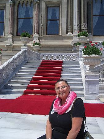 Ciragan Palace Kempinski Istanbul: Scalone che porta all'imbarcadero