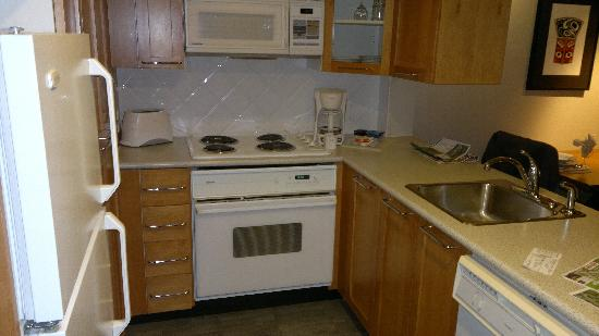 Whistler Peak Lodge: The kitchennette