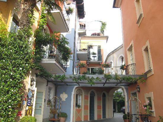 Cannero Riviera, Italy: Entrée de l'hôtel