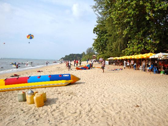 Lone Pine Hotel: The beach