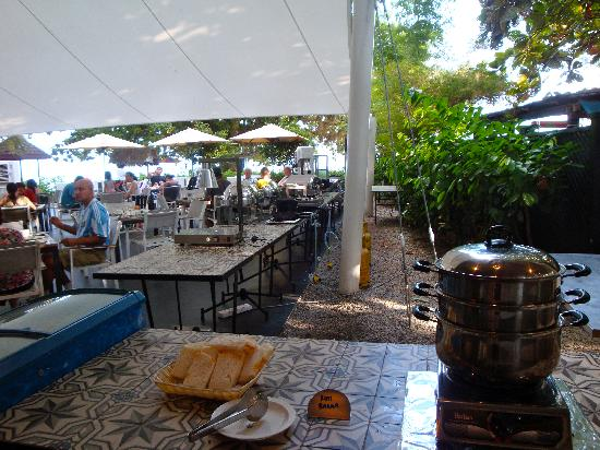 Lone Pine Hotel: Nice breakfast area with lots of sunshine