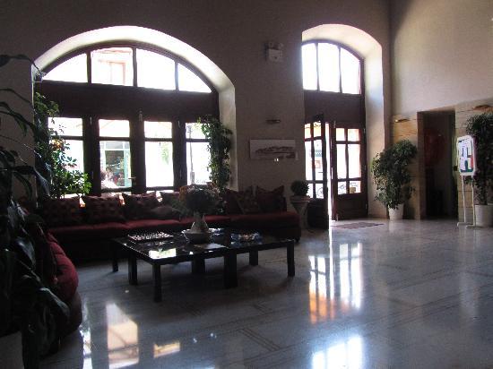 Fortezza Hotel: Lobbyn
