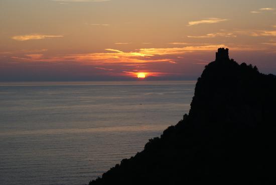 Maratea, Italia: Tramonto su Torre Caina