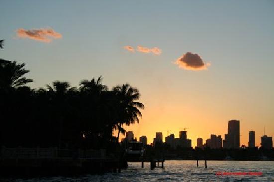 Tropics Hotel & Hostel: Sunset Miami