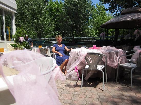 Helios Hotel: aspettando la notte rosa in giardino