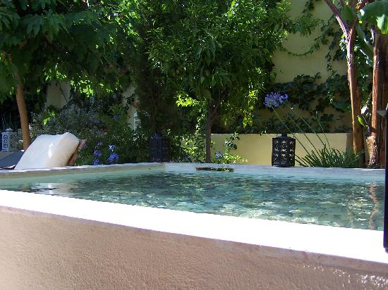 Spirit of the Knights Boutique Hotel: giardino