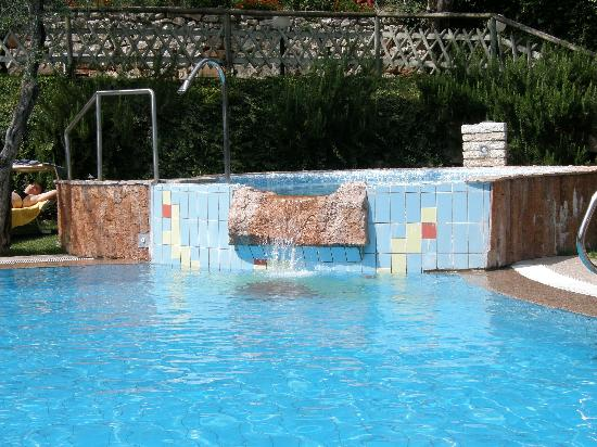 Nago, Italia: With a large cold water spa