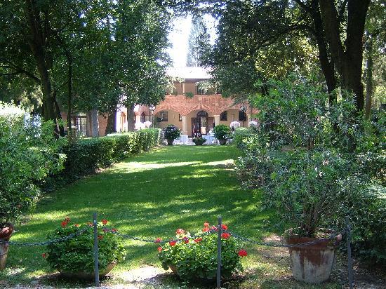 Hotel Villa Pambuffetti: vista all'arrivo