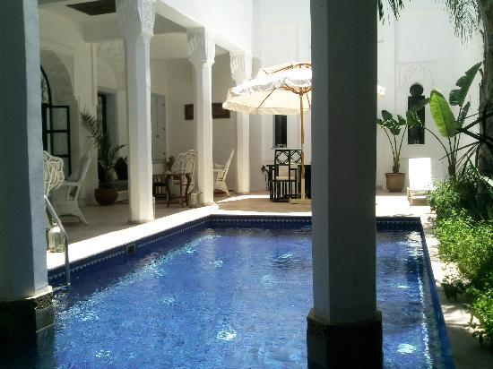 بيلامان رياض آند سبا - للبالغين فقط: la piscine son patio et coin detente
