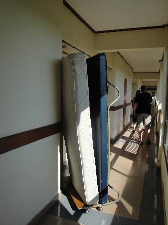 Sanur Paradise Plaza Suites : Lit supplémentaire