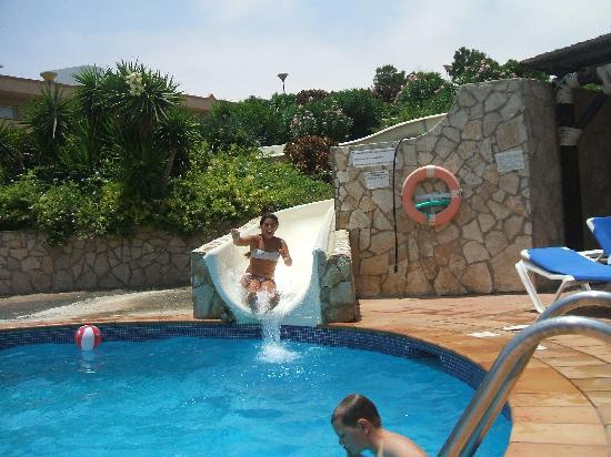 La piscina con gli scivoli foto di sbh monica beach - Piscine con scivoli ...