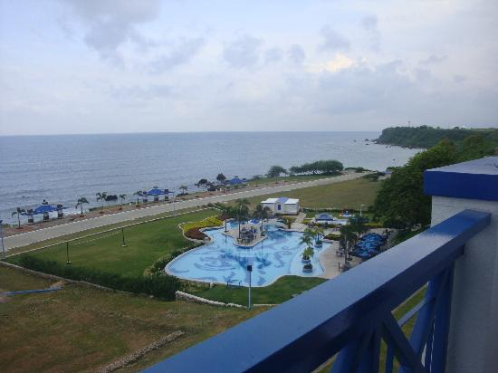 Thunderbird Resorts Poro Point: The pool (view from our room on the 3rd floor)