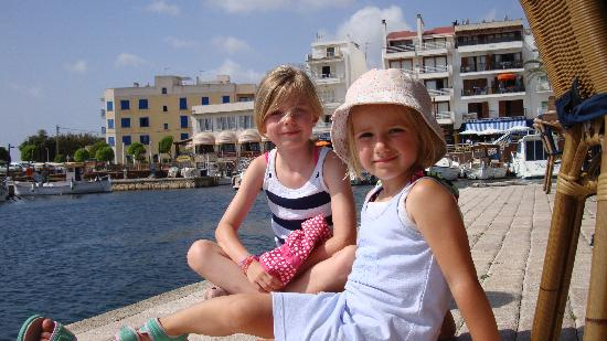 Protur Bonaire Aparthotel: The kids overlooking the Harbour