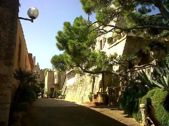 Gaudi Garraf: Las bodegas