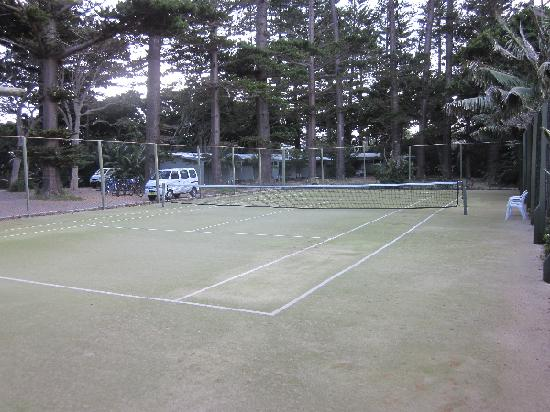 Pinetrees Lodge: Tennis Court at Pinetrees