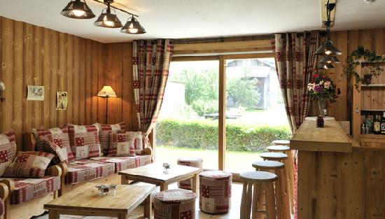 Ski & Summer Morzine - Chalet Savoy: Chalet Savoy bar