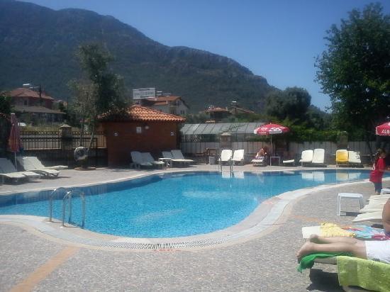 Ova Resort Hotel: quiet lazy pool no music