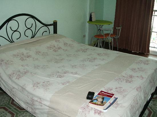 แสนสบายเฮ้าส์: The bed and its cover