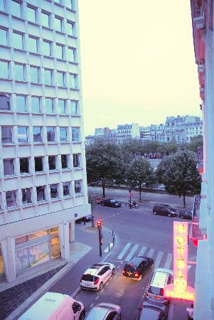 Hôtel Des Trois Gares : view room 304