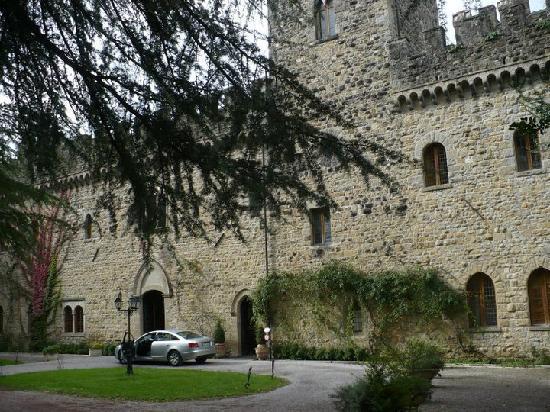 Castello dell'Oscano: Entrada