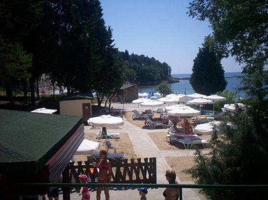 Sol Nessebar Bay: Hotel private beach area