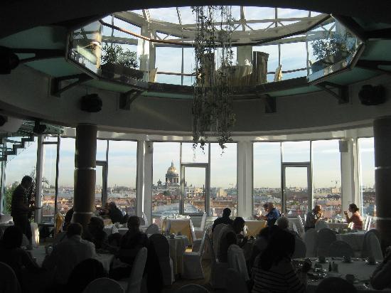 Ambassador Hotel: Colazione al  9 piano. Che panorama !