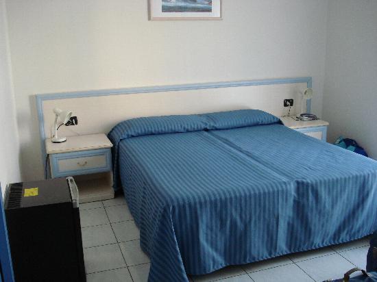 Hotel Residence Mediterraneo : Camera matrimoniale